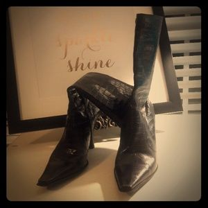 Kenneth Cole Croc-look Black Boots
